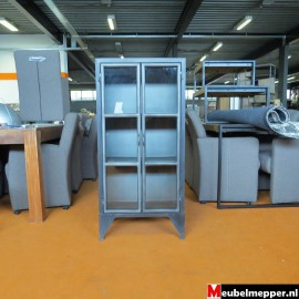 Industriële vitrinekast laag Nr-829(Showroom model) .