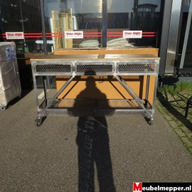 Metalen Side-Table op wielen Nr-852 (Showroom model).